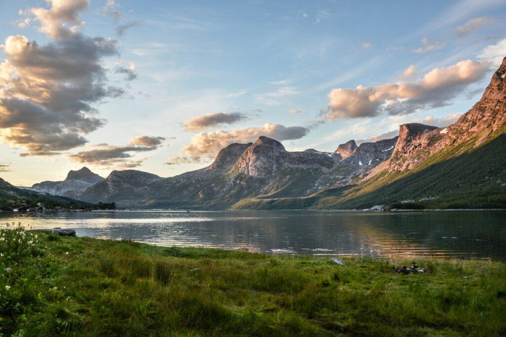 mountain and lake at sunset 135157
